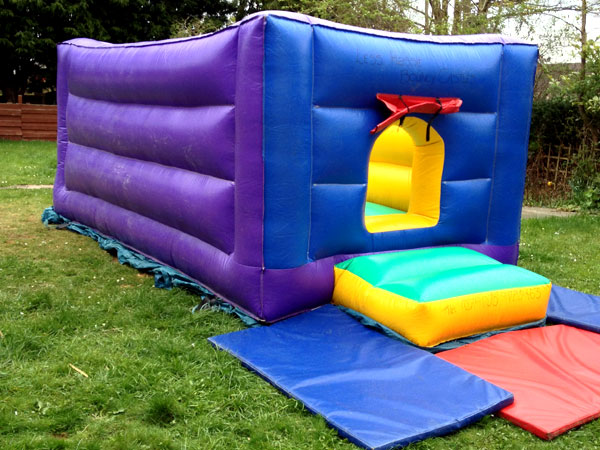 Bouncy Castle Combi Ballpool 8ft x 17ft x 7ft £65 Please quote castle number: 1