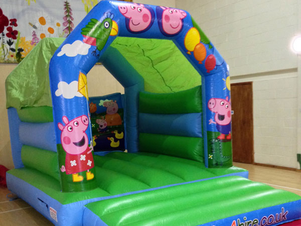 Pig themed bouncy castle. 16ft x 11ft x 11ft£65. please quote number: 58