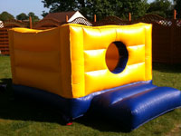12ft x 8ft x 6ft toddler bouncy castle or ball pool �40