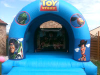 13ft x 16ft x 11ft bouncy castle �60