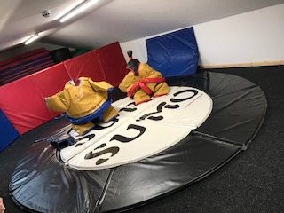 Deluxe sumo suits ADULTS�90 per day